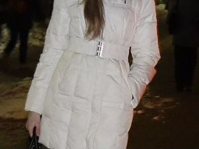 Белая пуховая куртка