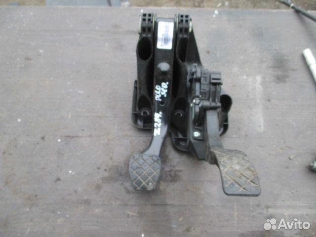 фольксваген поло тормозит педаль газа