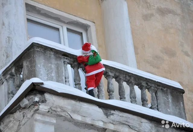 Een Winters Balkon : Уличная фигура Дед Мороза на фасад балкон коттедж festima.ru