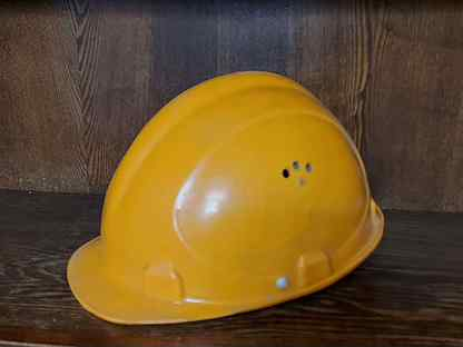 Каска строительная новая для охраны труда