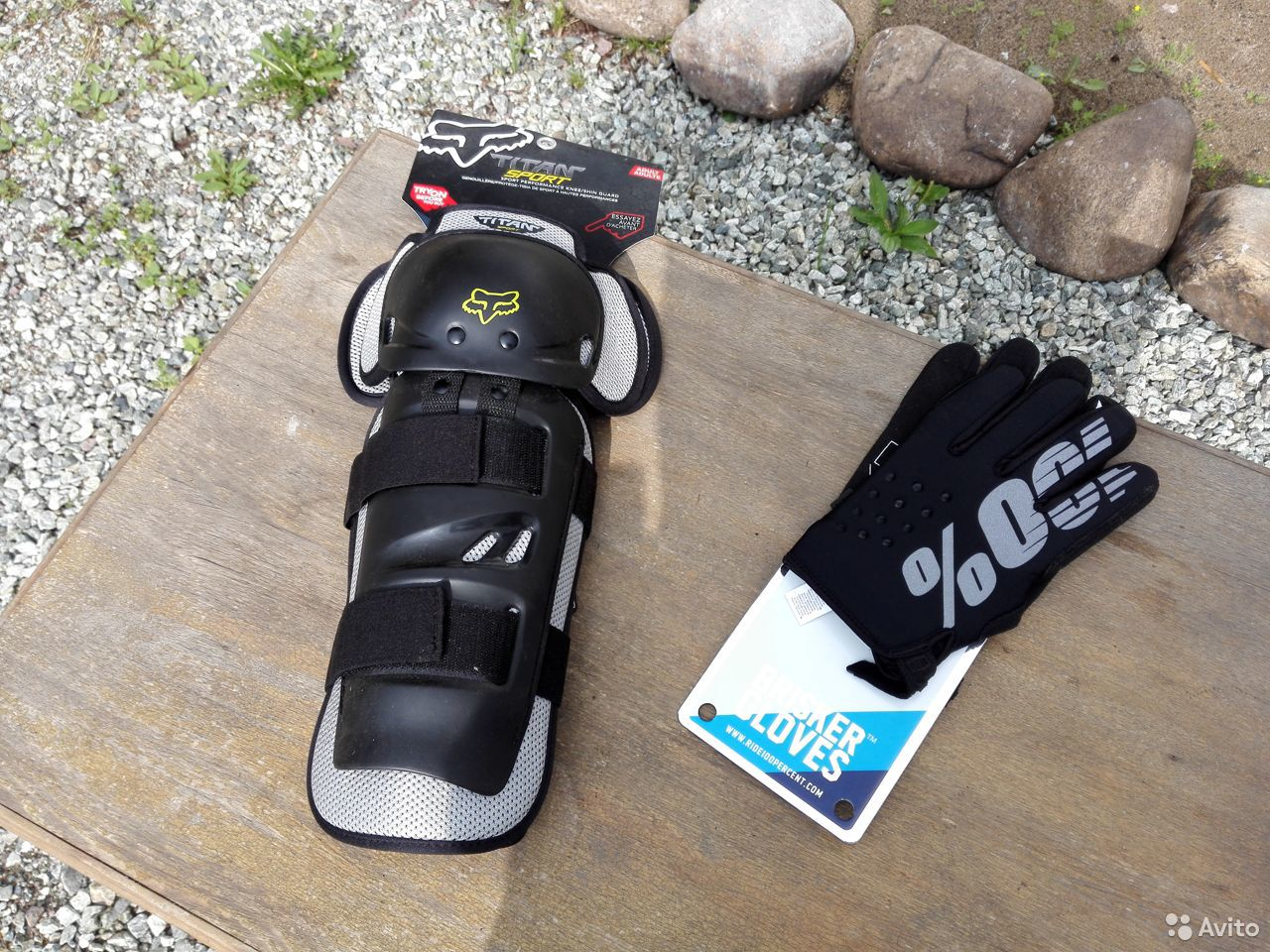 Мотоциклетные наколенники и перчатки